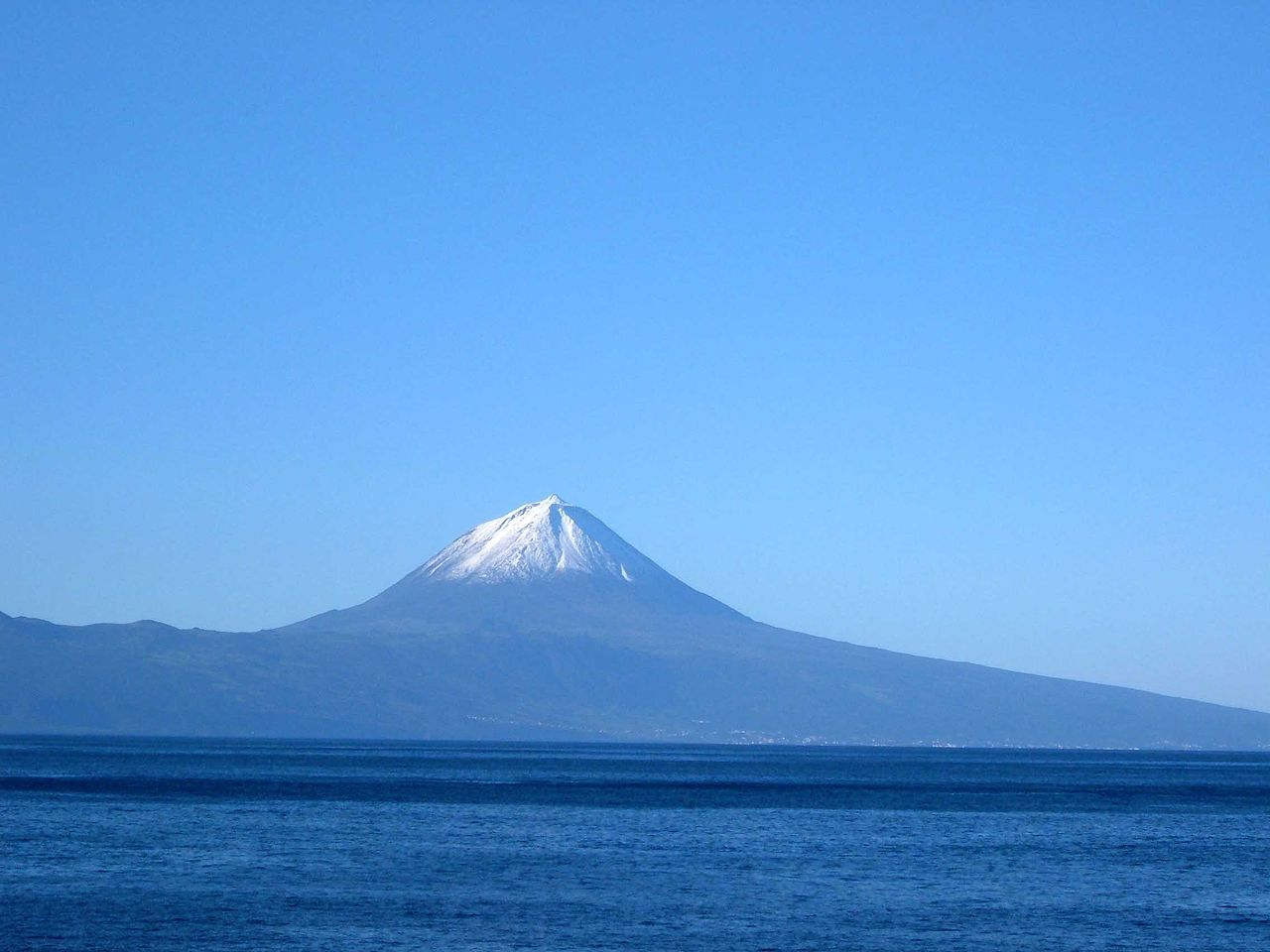 Monte Pico en la isla de San Jorge - Azores