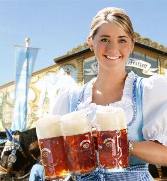Oktoberfest München Chica cervezas
