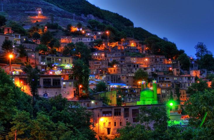 Impresionante vista de Masuleh de noche