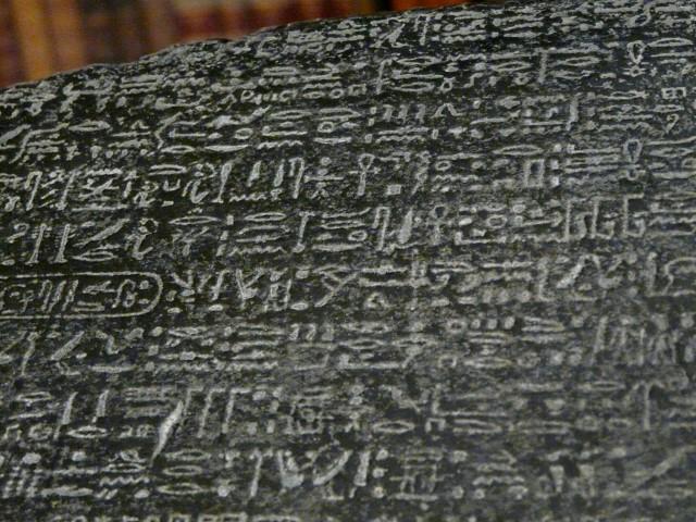 Detalle de la Piedra Rosetta